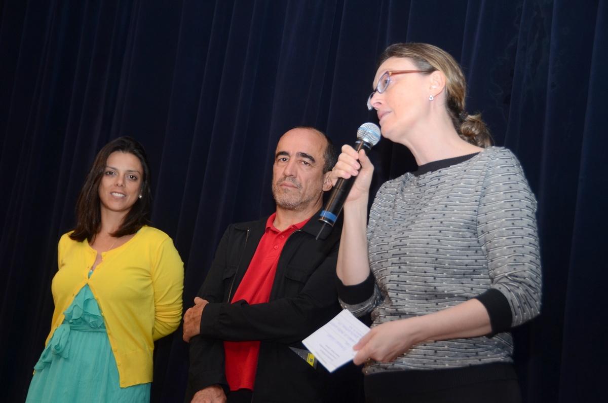 Paula Sayão, gerente geral do CCBB-DF), Francisco César Filho (curador) e a Ministra Maria do Rosário.