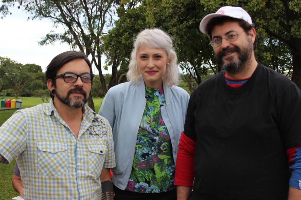 Baixo Ribeiro, Sarah Sz e Bruno Porto. Fotos: Ludimila Mamedes. Divulgação.