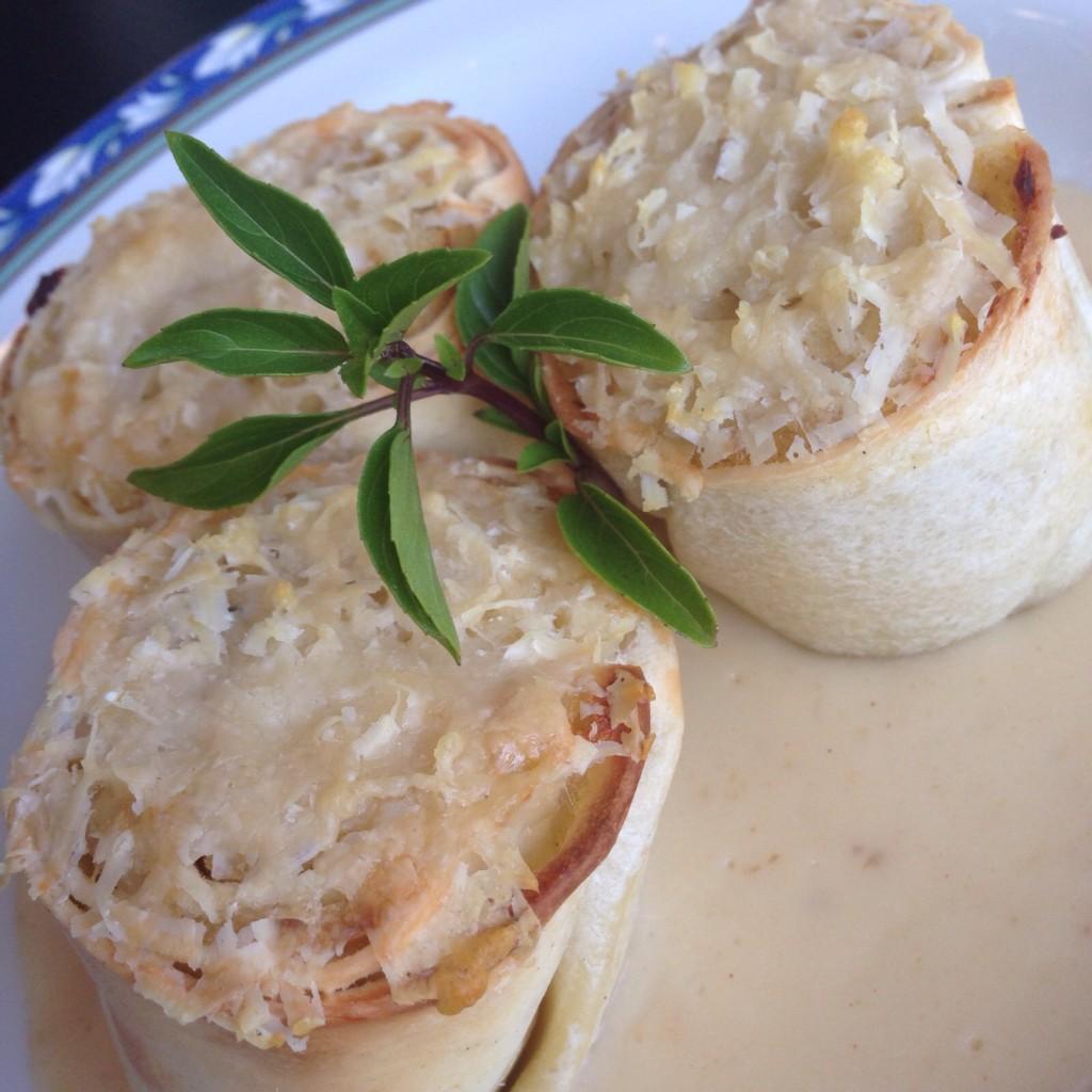 Rondelli de bacalhau ao molho de gengibre e limão siciliano.