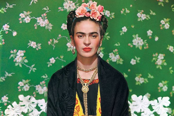 """Frida Kahlo en una Banca""(1939), de Nickolas Murray."