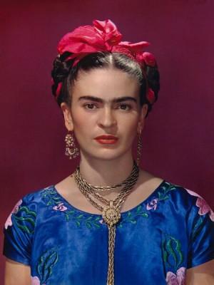 frida Kahlo en vestido azul 1939 por Nikolas Muray