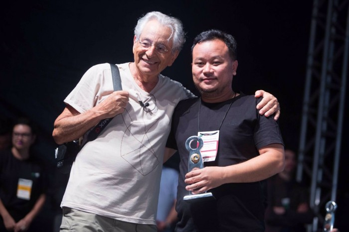 """Fernando Gabeira e  o diretor indiano Haoban Paban Kumar, de """"Phum Shang"""""""