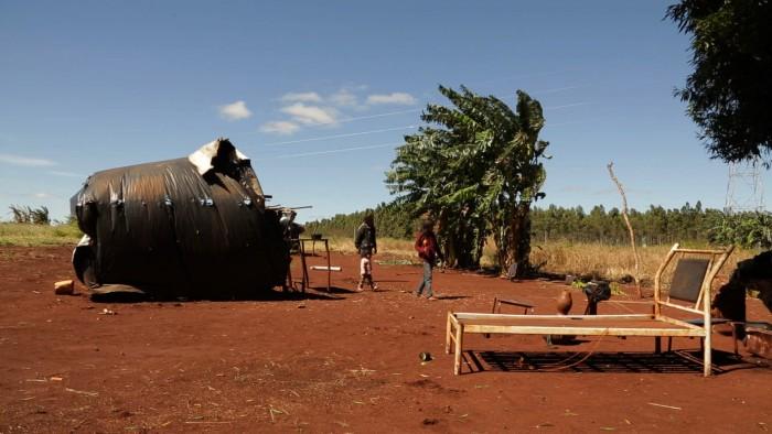 Resultado de imagem para documentario MARTÍRIO Vincent Carelli, em colaboração com Ernesto de Carvalho