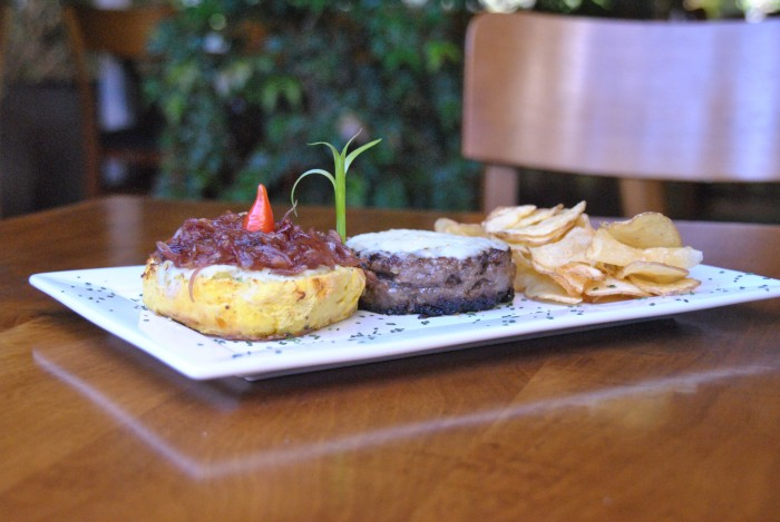 Hamburger Beef La Pasion, do Cantucci Bistrô. Foto: Giulia Chaves.